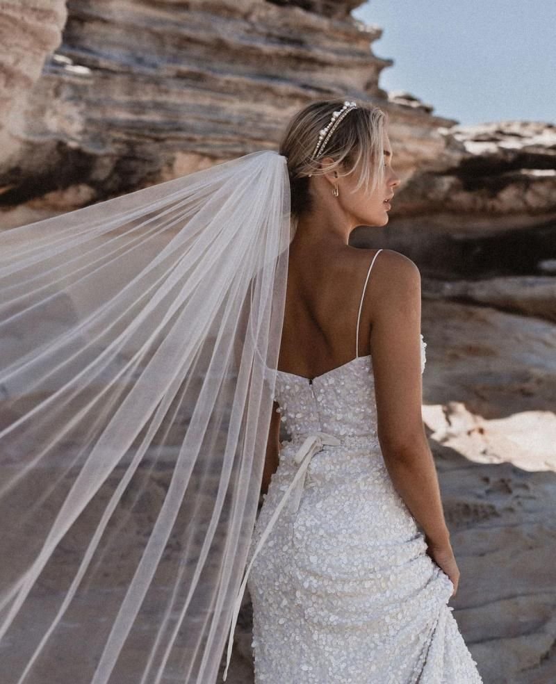 The Camila Veil by Karen Willis Holmes, simple tulle wedding veil.