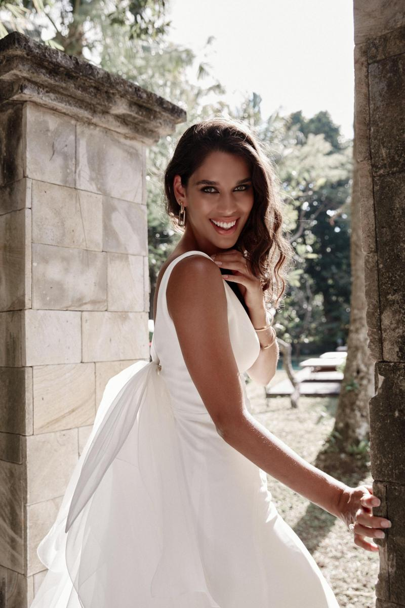 The Imogen gown by Karen Willis Holmes, simple wedding dress.
