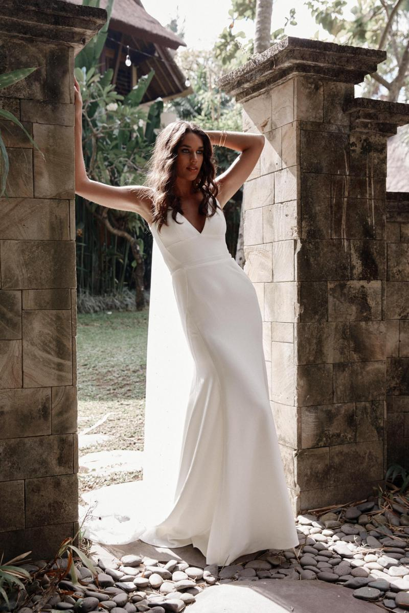 The Imogen gown by Karen Willis Holmes, v-neck fit and flare wedding dress.