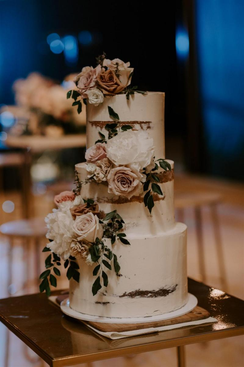 Exquisite wedding cake shot by Janneke Storm