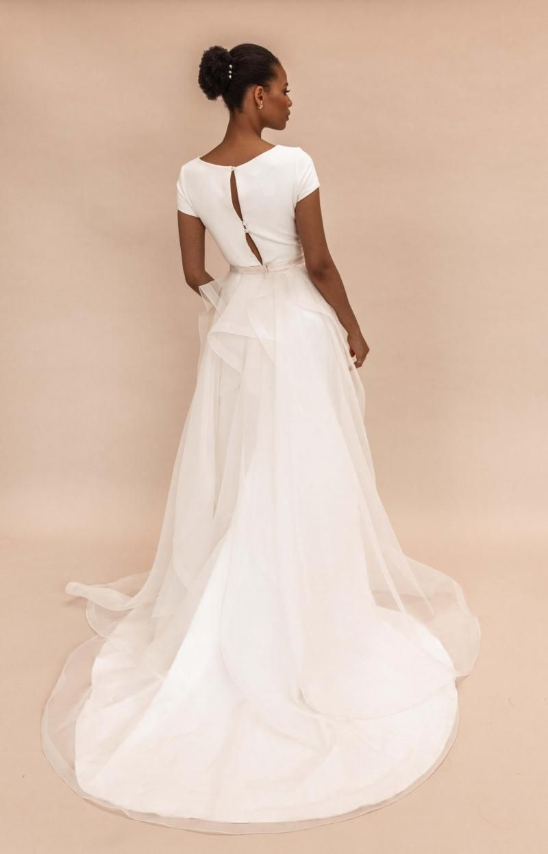 The Oval Train by Karen Willis Holmes, long detachable wedding dress train.