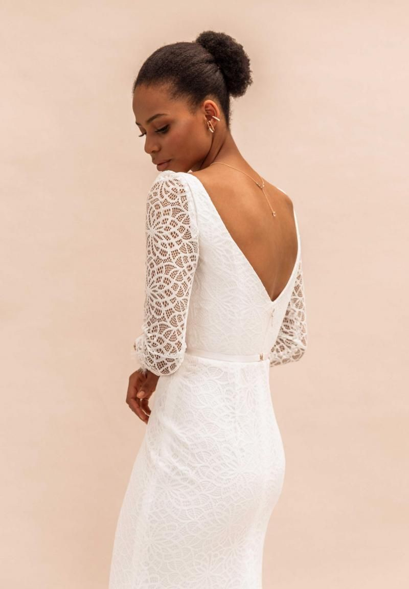 The Rylie gown by Karen Willis Holmes, open back long sleeve lace wedding dress.