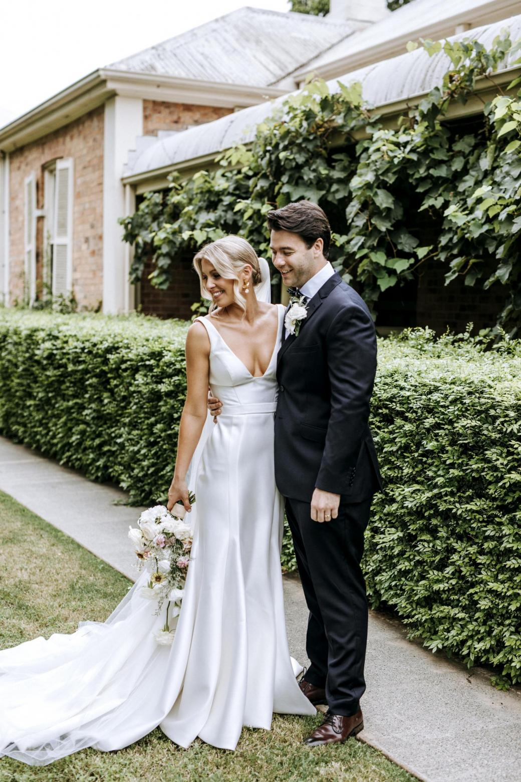 Real bride Isobel wore the Bespoke Taryn/Prea wedding dress by Karen Willis Holmes.