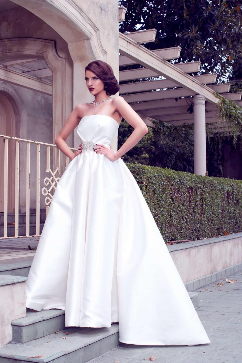 The Jacqueline Julianne gown by Karen Willis Holmes, simple A-line sweetheart wedding dress