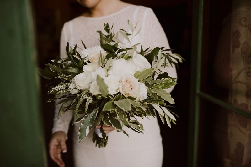 KWH bride Cassie's natural palette florals for her Melbourne wedding