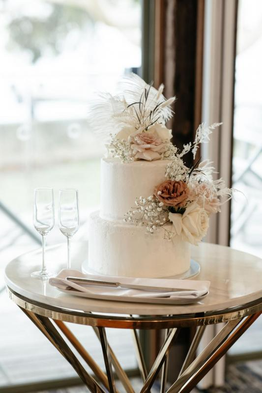 Chic wedding cake from real bride Belinda's Sydney reception.