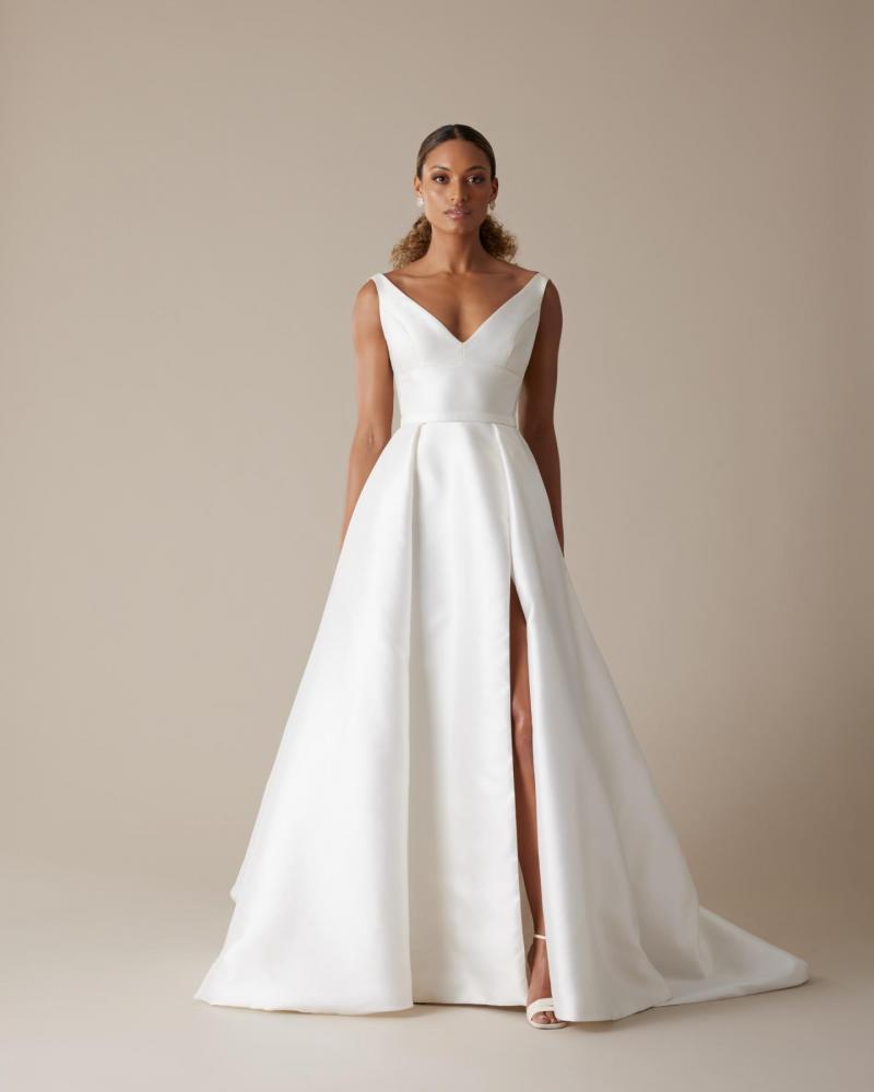 Plunge Neck Wedding Dresses Gowns Low Neck Wedding Dresses
